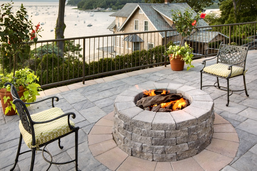 round block fire pit, patio design