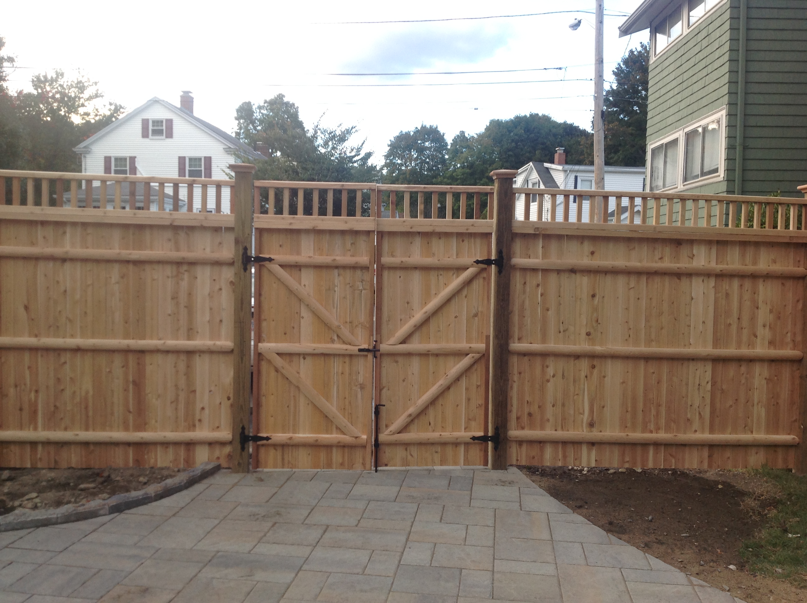 Cedar Privacy Fence, Closed Spindle Top