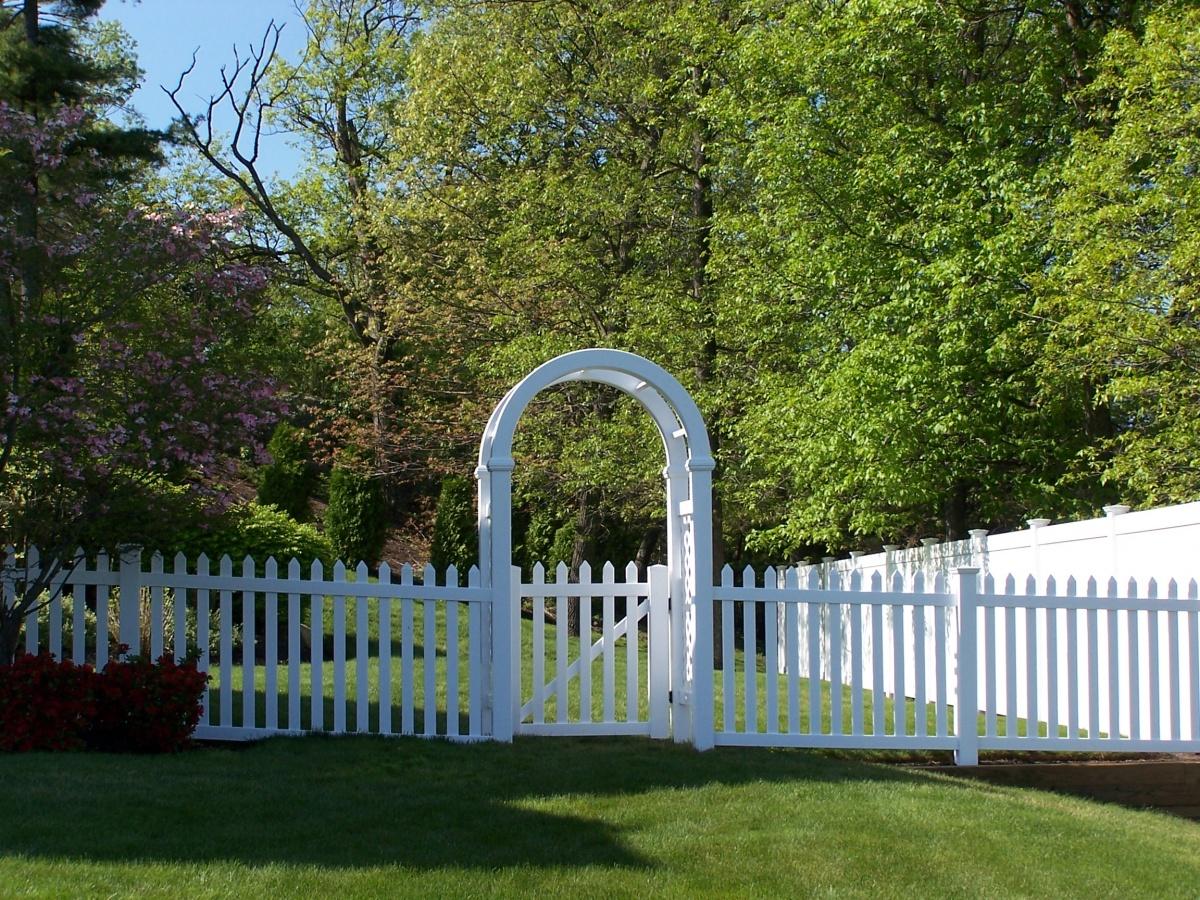Vinyl open picket fence with Arbor