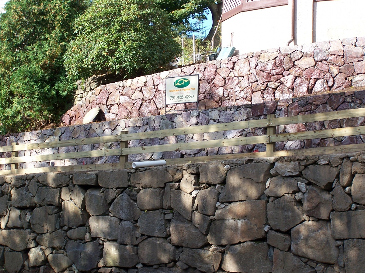 Natural fieldstone retaining wall with dry-stack look
