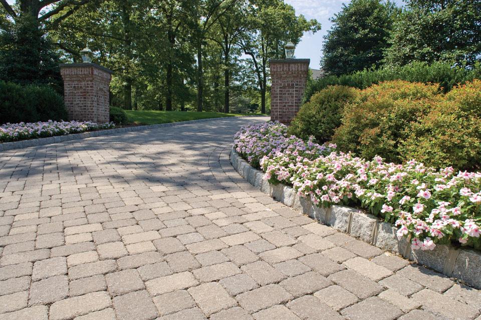 block and border driveway design