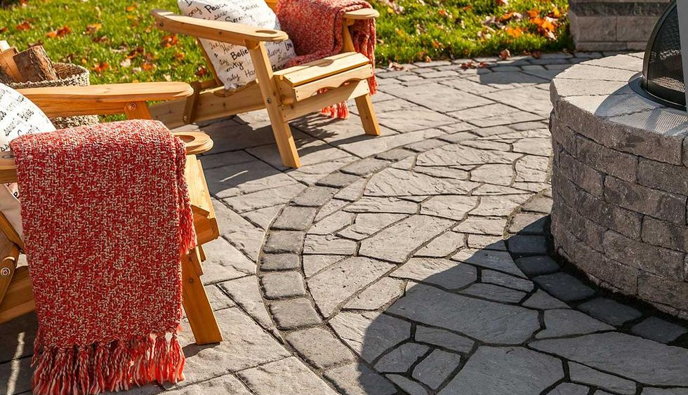 fire pit with Flagstone surround