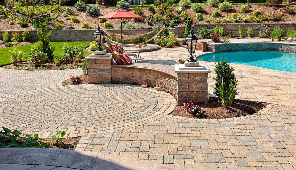 Paver Patio Area with Sitting Wall