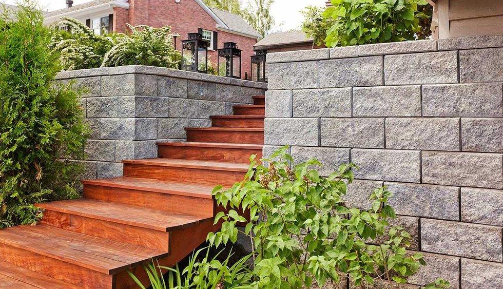 block retaining wall entrance