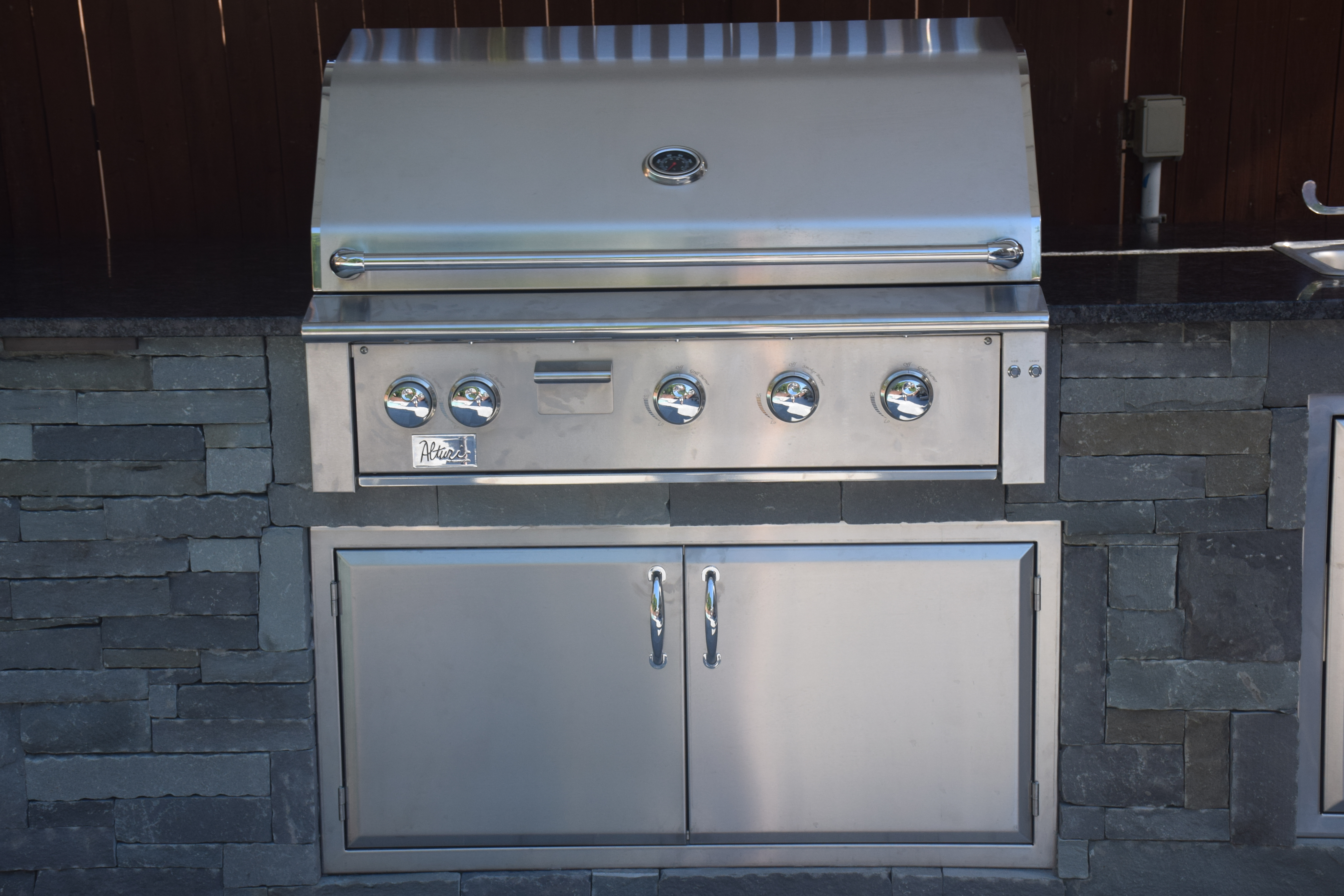 Outdoor cooking deluxe grill